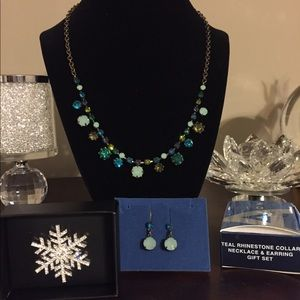 Jewelry - 🔥was $25 Necklace & Earring Set and Snowflake Pin